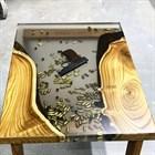 Гангстерский стол из нашей смолы от @kirillov_niko